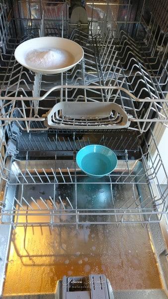 Astianpesukoneen puhdistus myrkyttömästi