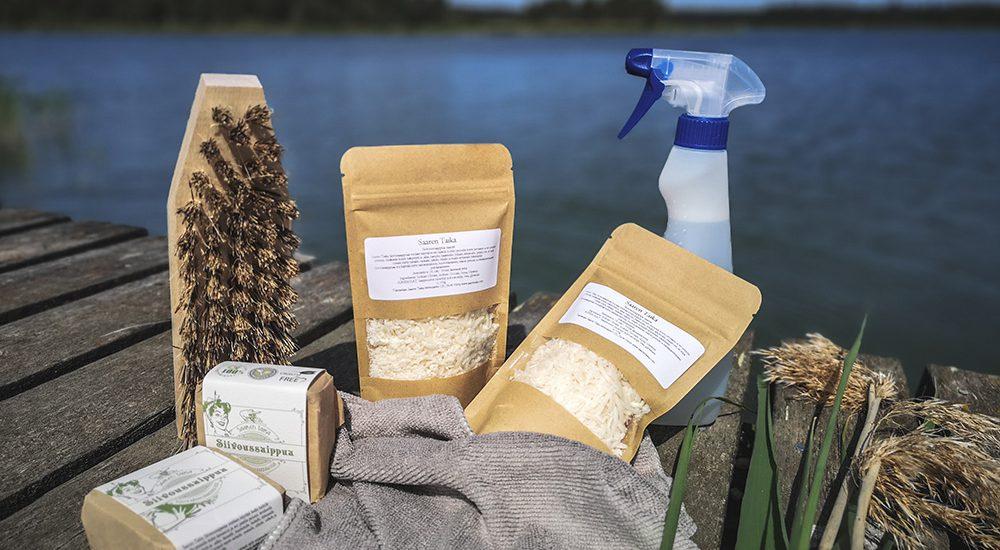 Katso videolta miten helposti ja nopeasti saat keittiön pinttyneet rasvajäämät puhdistettua ekologisella Saaren Taika Siivoussaippualla