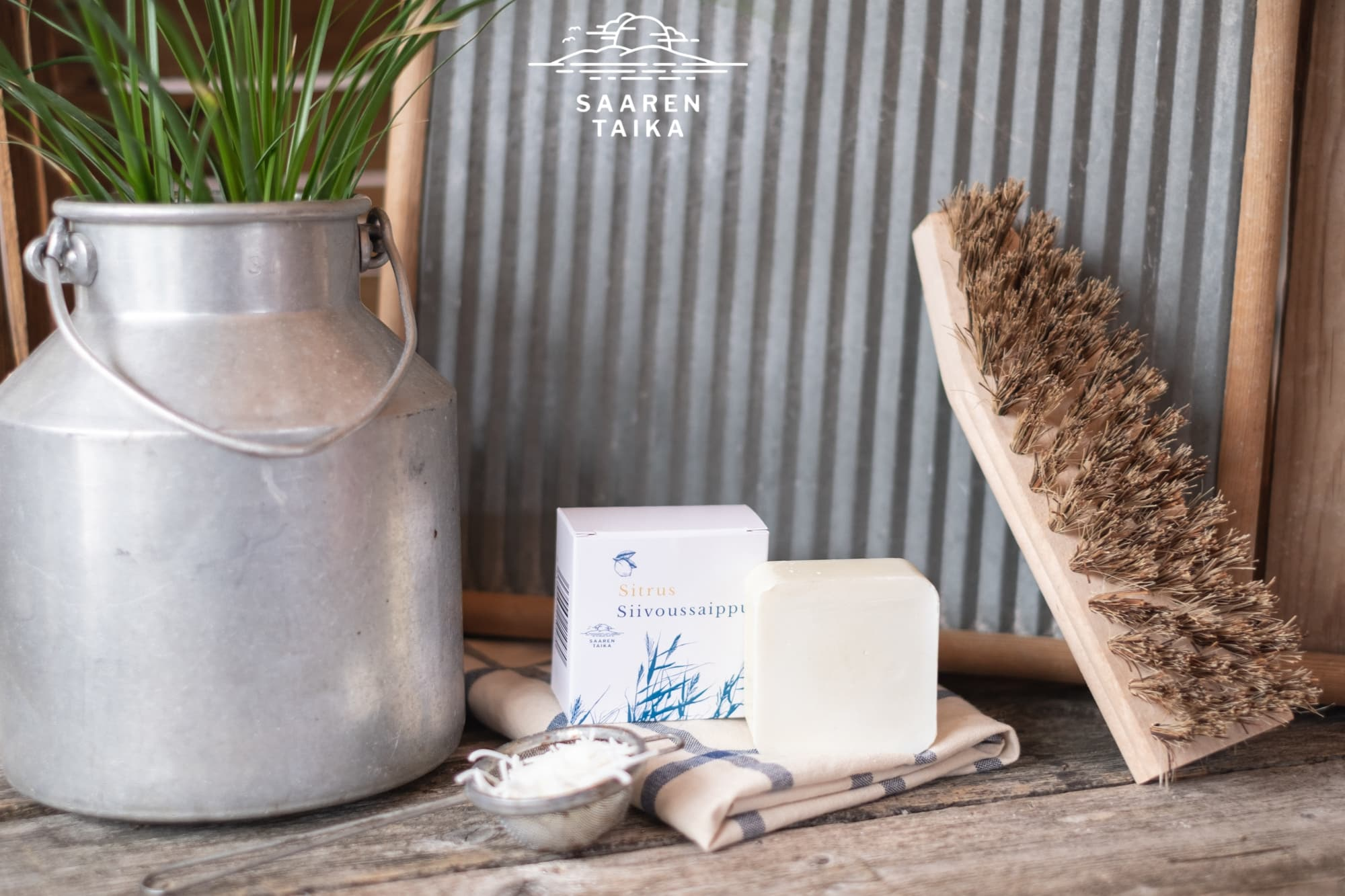 Muuttosiivousta pesuaineena vain yksi tuote, tiedätkö mikä se on? Saaren Taika Siivoussaippua!