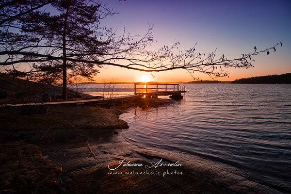 Saariston kaunis auringonlasku ja viikonlopun mahtavat Saaren Taika tarjoukset!